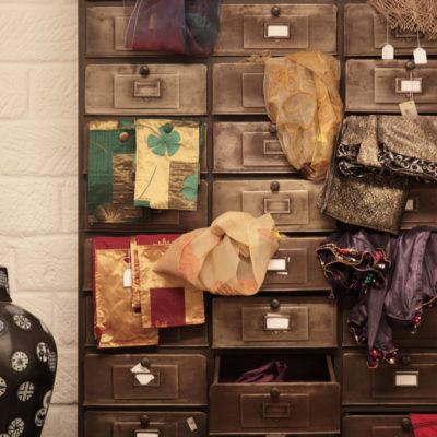 Showroom Teypat esposizione Pret a PorTeypat sciarpe e foulard
