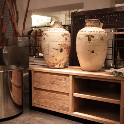 Showroom Teypat esposizione interna vasi