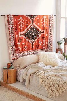 Stanza da letto per B&B con letto matrimoniale e kilim