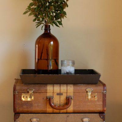 Tavolino formato da valigie vintage