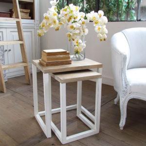 Set da due tavolini modello Beolo colore bianco